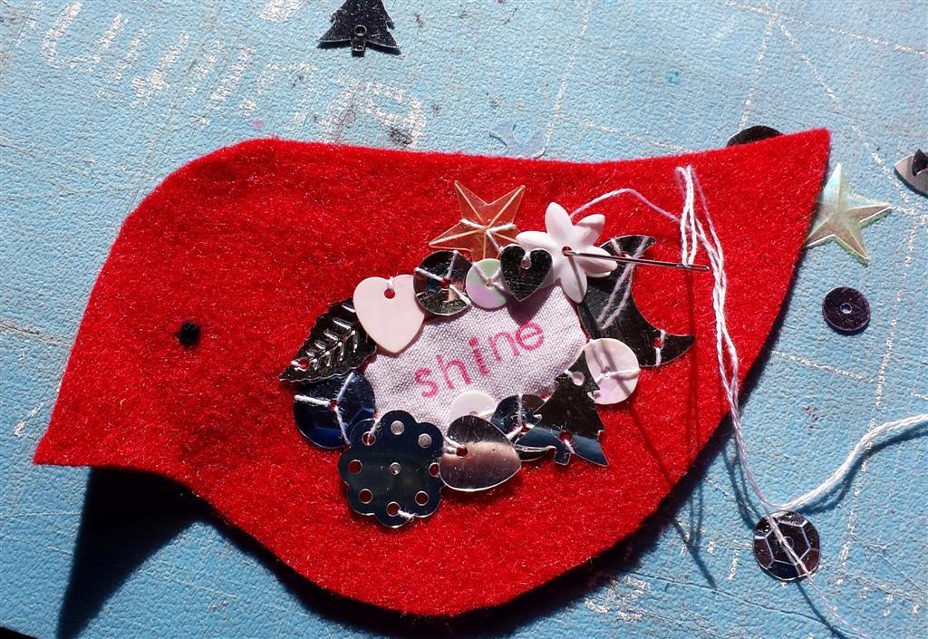 Handmade ornamento de pássaro de feltro, bling e brilhos, tutorial e padrão livre via refabulous