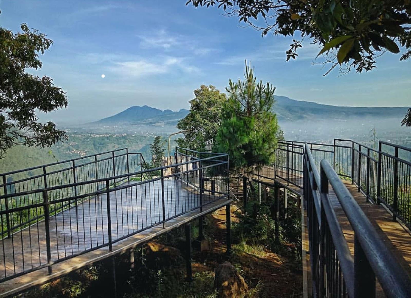 45 Tempat Wisata di Bandung Yang Wajib Anda Kunjungi dan Fotonya