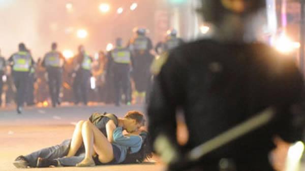 Foto Ciuman yang Menghebohkan Dunia