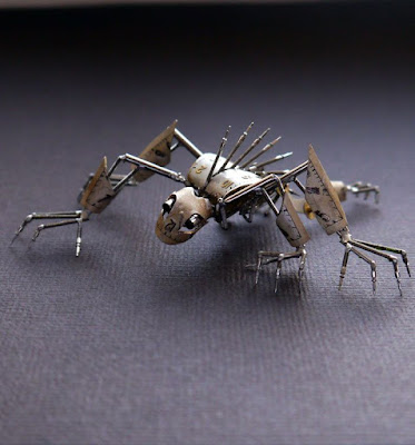Robot hecho con material reiclado