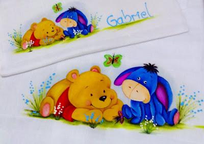 fralda para menino com pintura do ursinho Pooh e burrinho Bisonho