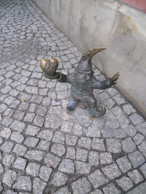 Gnome hunting in Wroclaw: Gnome with a heart