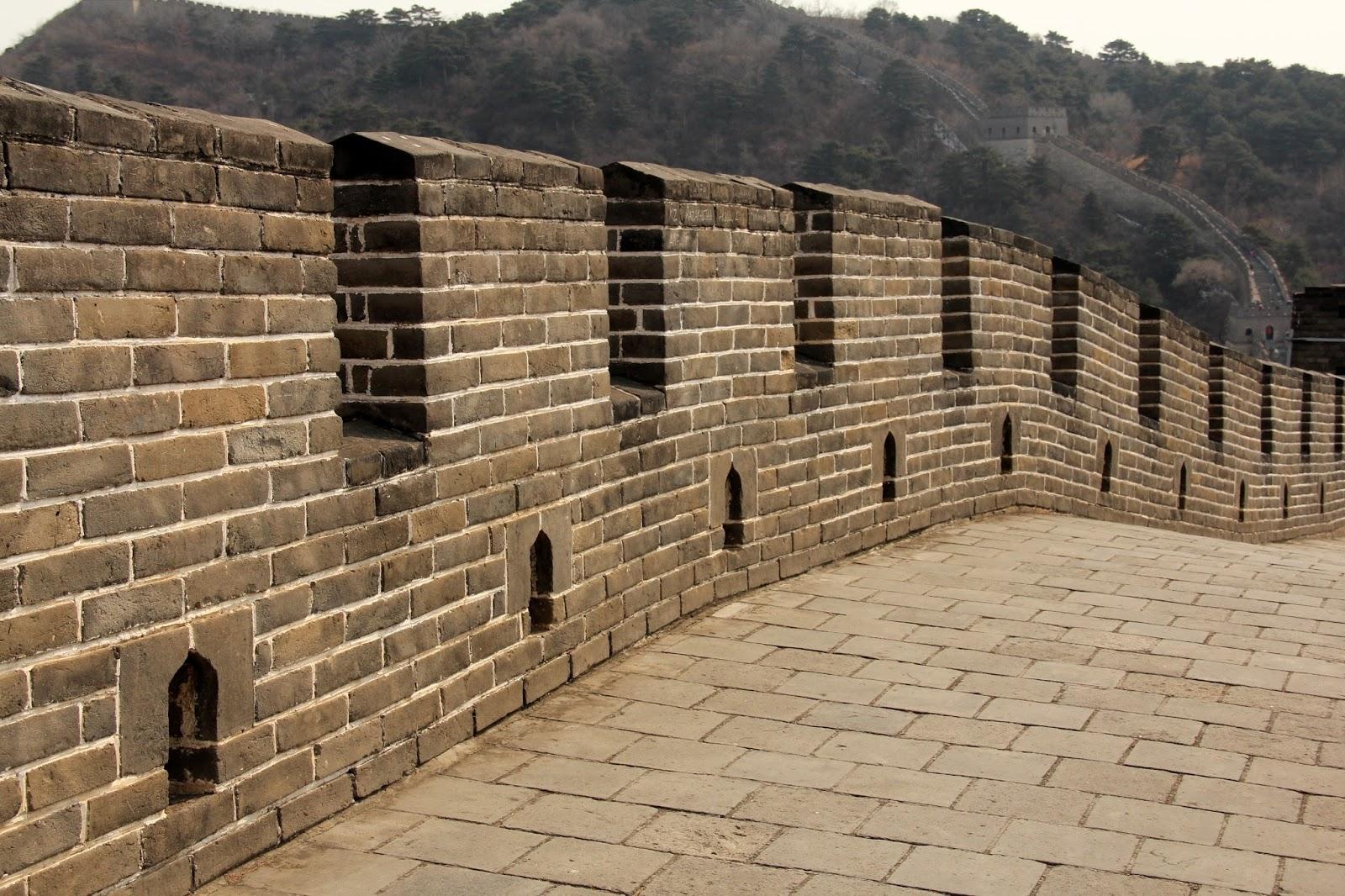 Visão interna da Muralha da China, ilustra a seção sobre textos das linhas de T'ai / Paz, um dos 64 hexagramas do I Ching, o Livro das Mutações