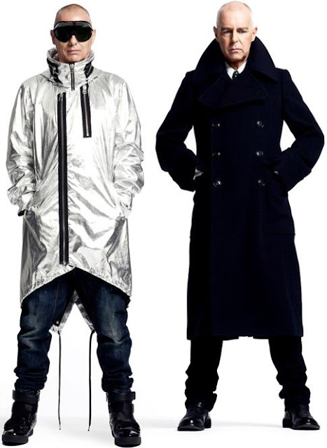 Foto de Pet Shop Boys con abrigos