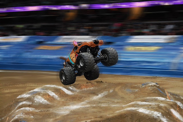 Monster Jam Triple Threat in CLE | Scooby Doo wheelie
