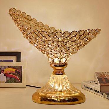 Sức hút của những chiếc đèn bàn pha lê kiểu dáng độc đáo
