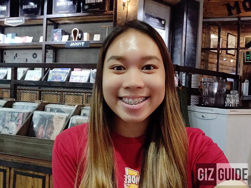OnePlus 6 indoor selfie