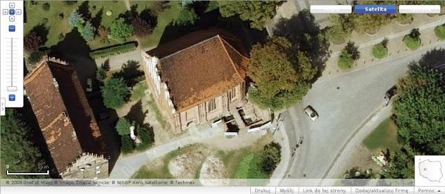 Wykopaliska archeologiczne na zdjęciu satelitarnym zumi