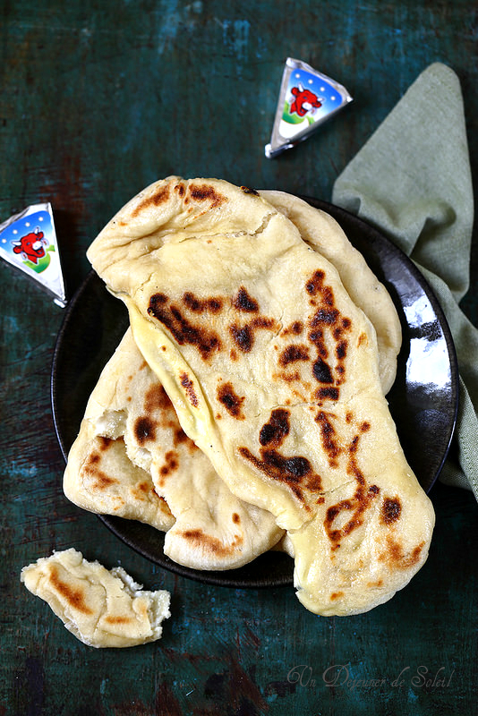 Cheese naans (pas à pas)