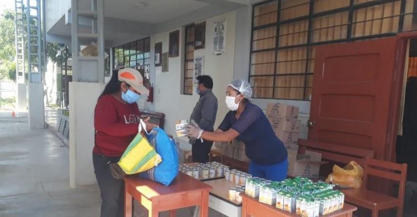 Madres y padres de familia de más de 22 mil escolares de Moquegua cumplen medidas de protección durante entrega de alimentos de Qali Warma