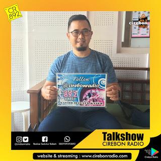 "Talkshow ""Seperti Apa Khasiat dan cara seduh ADEM SARI yang baik serta event Kota Adem di Kota Cirebon"". Narasumber : Bpk. Rahmat Setia [Brand Activation ADEM SARI] saking ENESIS Group."