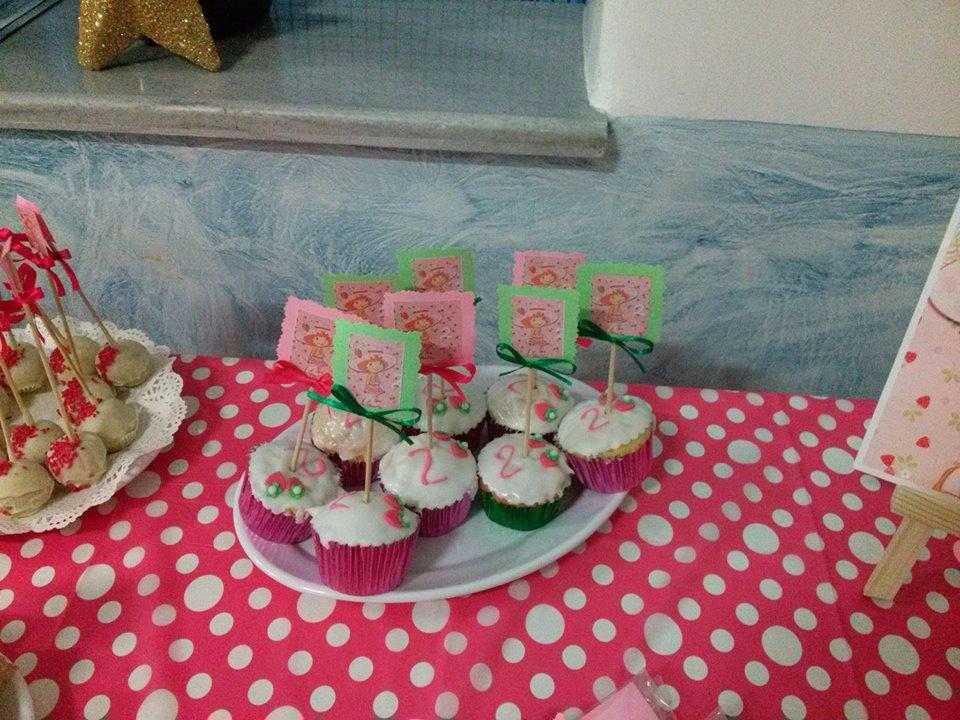 Cupcakes με ζαχαρόπαστα και Pop cakes απο την Cupcakes by Niki G. 4bf8537ff9c
