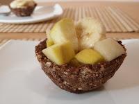 Salata de fructe in cosulete de biscuit