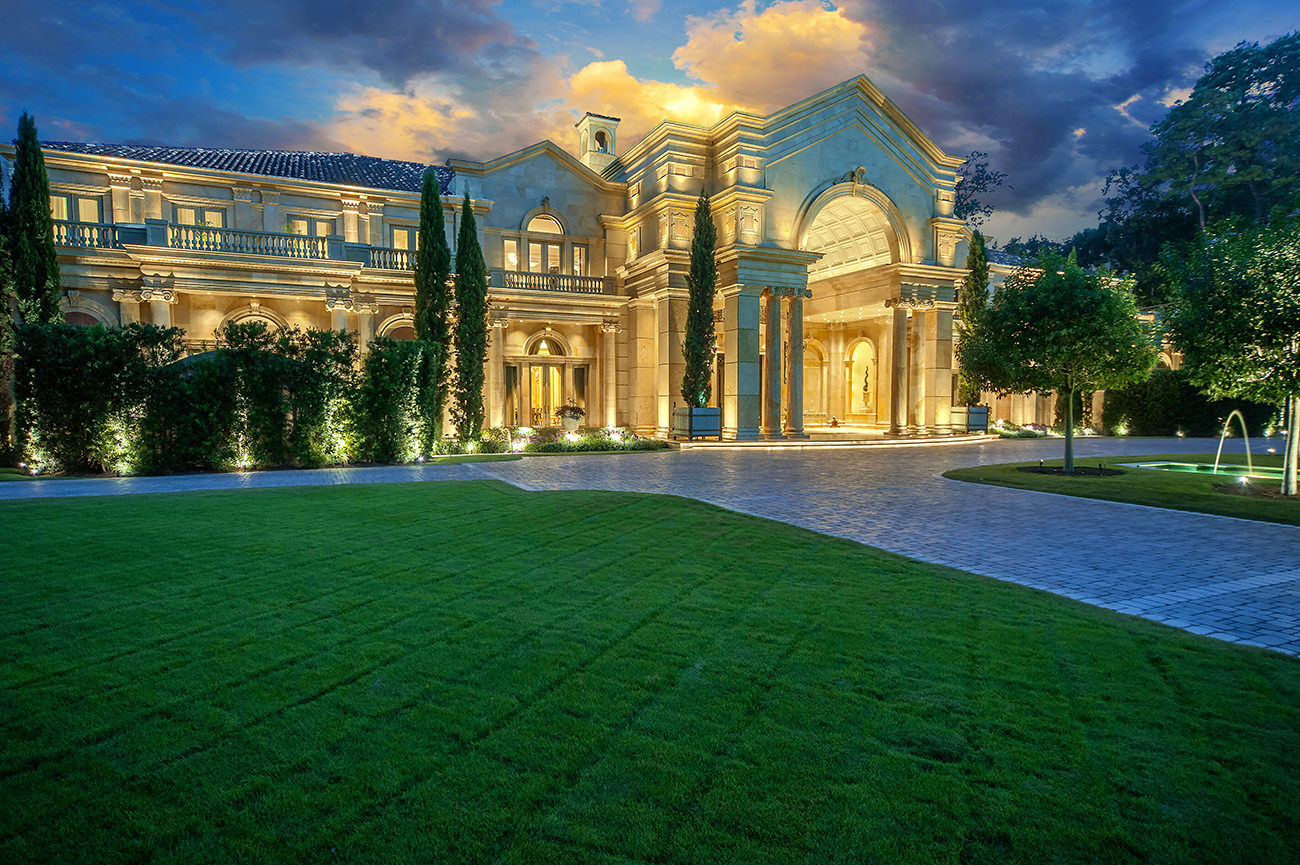 Passion For Luxury Close In Memorial Neoclassical