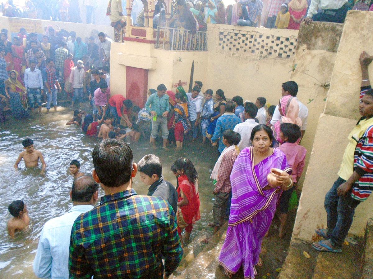 Maha-Shivaratri-festival-was-in-town-shiv-temple-worshipers-महाशिवरात्रि पर्व पर शहर के शिवालयों में दिखी भक्तों की अपार भीड़,  गूंजे 'ऊॅं नमः शिवाय ' के स्वर
