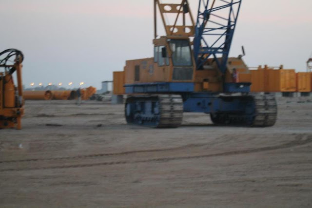 Picture of crawler crane on the Kingdom Tower construction site