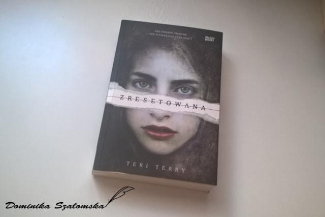 """#178 Nie zapomnij kim jesteś - Recenzja książki """"Zresetowana"""" Teri Terry"""