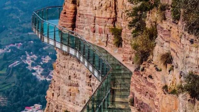 Мост находится на высоте 1180 метров