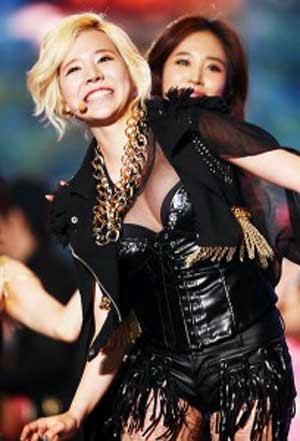 penyanyi asia Sunny personil SNSD pamer toket mulus