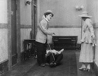 """Кадр из фильма Чарли Чаплина """"Лечение"""" (1917) - 11"""