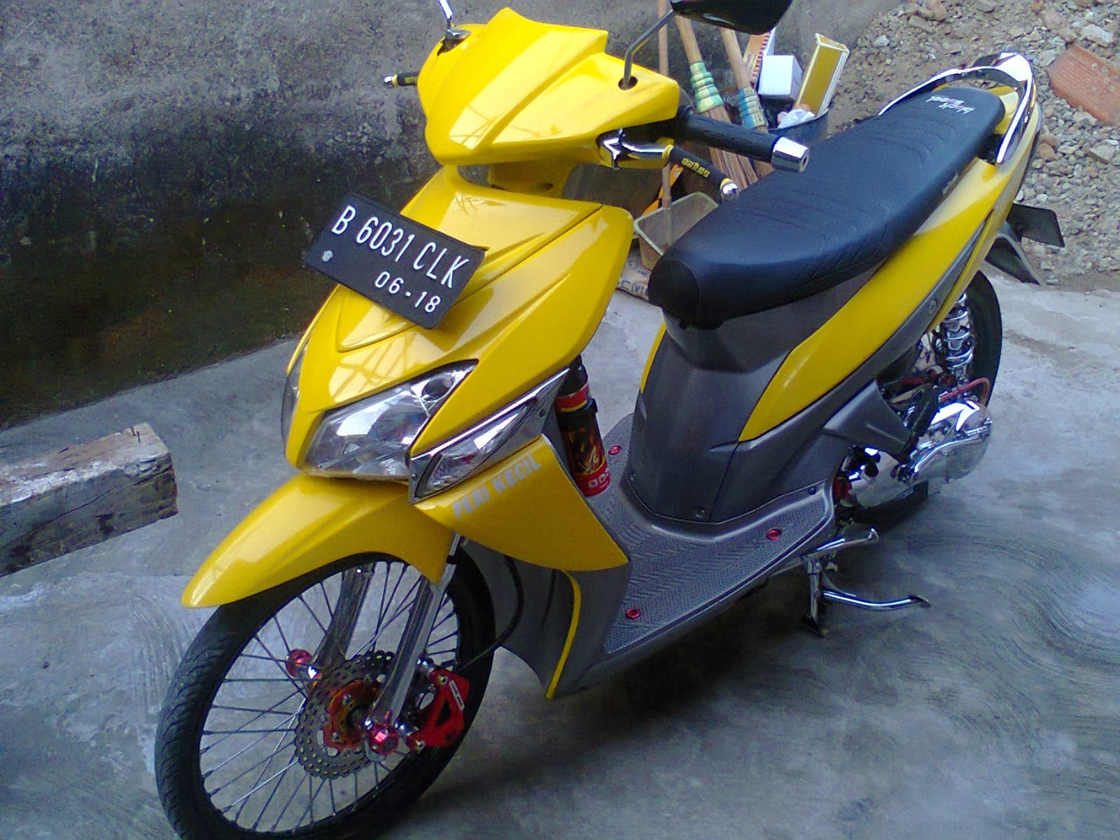 Modifikasi Vario Warna Kuning Lampak Modifikasi