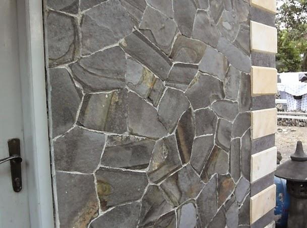 gambar/foto batu alam templek terpasang di dinding rumah salagedang