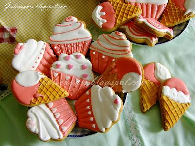 galletas cupcake y helados de glasa