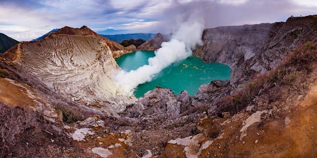 Ijen Crater Java, Ijen Morning, Ijen Crater Tour, Ijen Tour cheap Price, Ijen Volcano, Kawah Ijen , Ijen Banyuwangi, Ijen Tourism, Ijen lue Fire Tour, Ijen from banyuwangi, ijen from bali, ijen from surabaya.