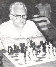 Joan Segura jugando ajedrez