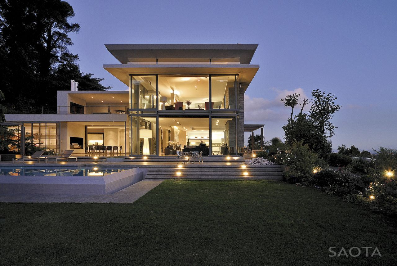 Modern Villa: Montrose House By SAOTA, Cape Town, South