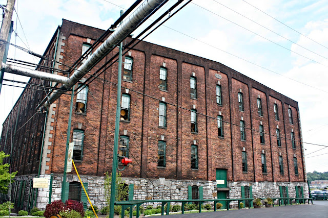 Nothing says Kentucky like bourbon and a visit to Buffalo Trace Distillery!