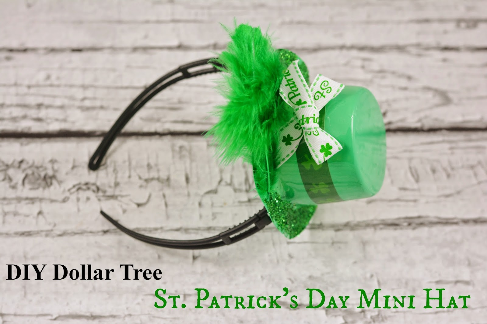 #DIY St. Patrick's Day Mini Hat. #crafts