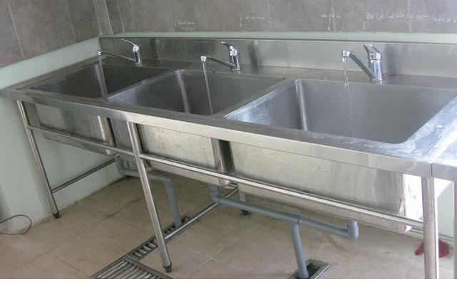 Bộ chậu rửa 3 hố đơn sau khi lắp đặt hoàn chỉnh