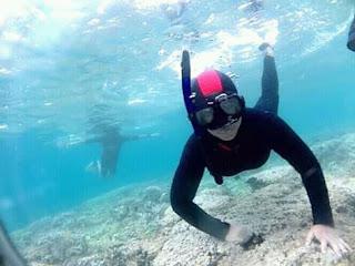 Lis Chava mencoba diving di Wisata Pulau Menjangan