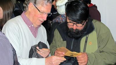 Charanguista Hector Soto conversando con Claudio Rojas