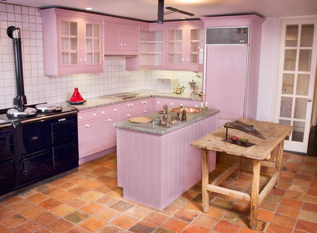 dapur warna pink putih