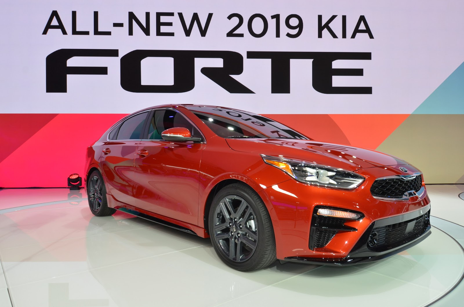 Kia Ceed Engine >> 2019 Kia Forte Arrives With Stinger Design Cues And New ...