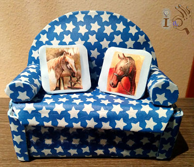Sofa-guardatesoros-hecho-de-gomaeva-Ideadoamano