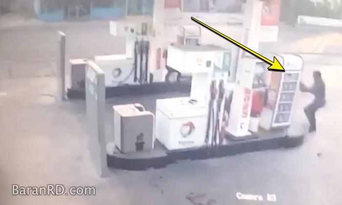 Video: Momento en que hieren y despojan de su arma a un raso en Santiago