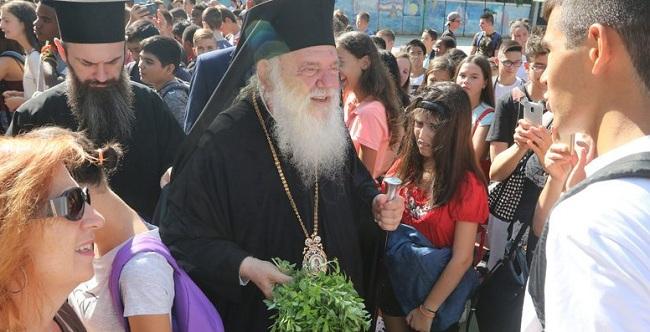 Προβληματισμός από την εμφάνιση του Αρχιεπισκόπου χωρίς Σταυρό σε αγιασμό σχολείου