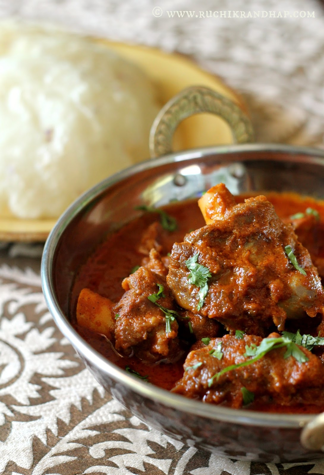 Malvani mutton curry ruchik randhap i found this recipe which i tried a few weeks ago in sanjeev kapoors book khazana of indian recipes an old copy that i received as a wedding gift forumfinder Images