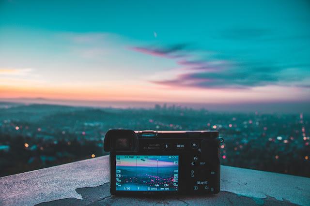Rekomendasi Kamera Mirrorless untuk Bikin Konten Liburan yang Instagramable