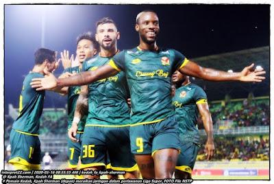Gambar Kpah Sherman pemain Kedah meraikan jaringan gol dalam Liga Super