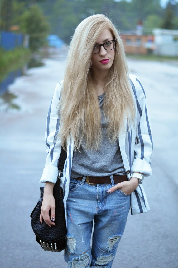 OVERSIZED TOTAL LOOK : STRIPED BLAZER, BOYFRIEND RIPPED JEANS & ADIDAS SUPERSTAR