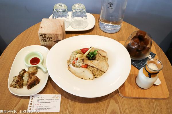 台中北屯世界幸福咖啡東山店|純素咖啡館,寬敞舒適不限時有插座