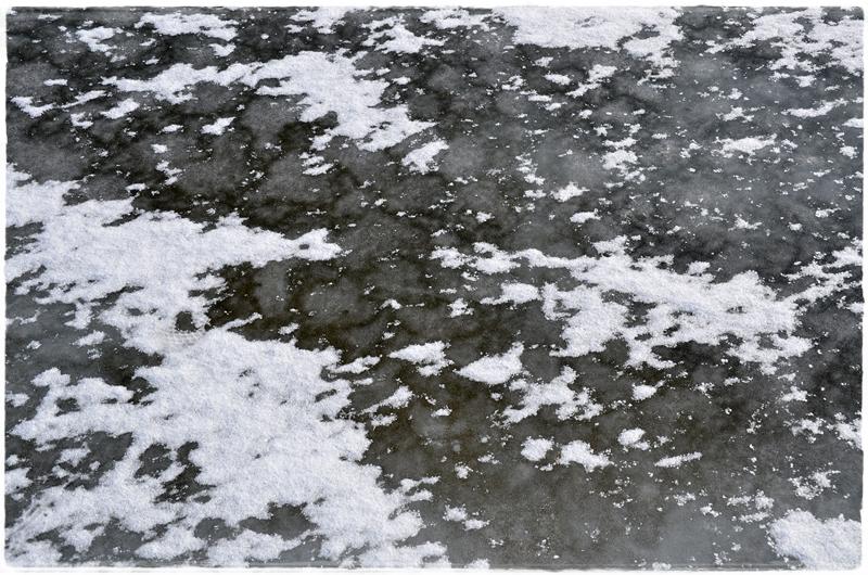 Neige et glace se lient dans une peinture glaciale