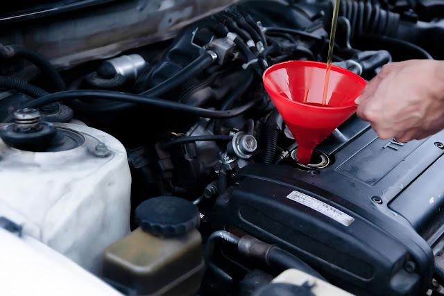 Quelle est la différence entre l'huile à moteur ordinaire et synthétique
