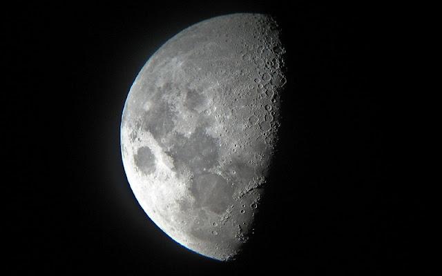 foto bulan dan sisi gelapnya