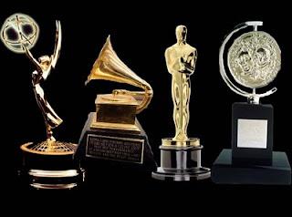 10 Artistas que Ganharam os 4 prêmios mais importantes do entretenimento