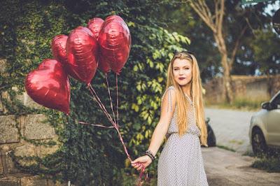 जाने ! क्या लडकी इम्प्रेस है आप से  || how to know that a girl loves you in hindi